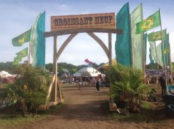 glastonbury-festival-timber-frame-entrance-daytime