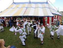 wedding-morris-dancers